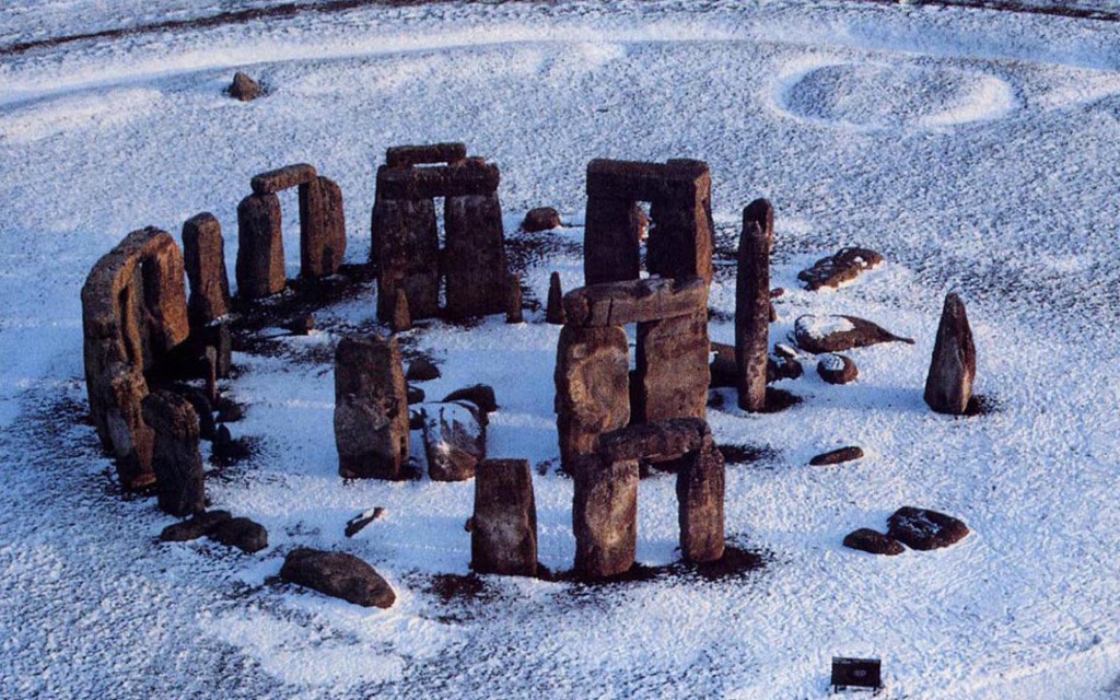 stonehenge-winter_103421-1920x1200